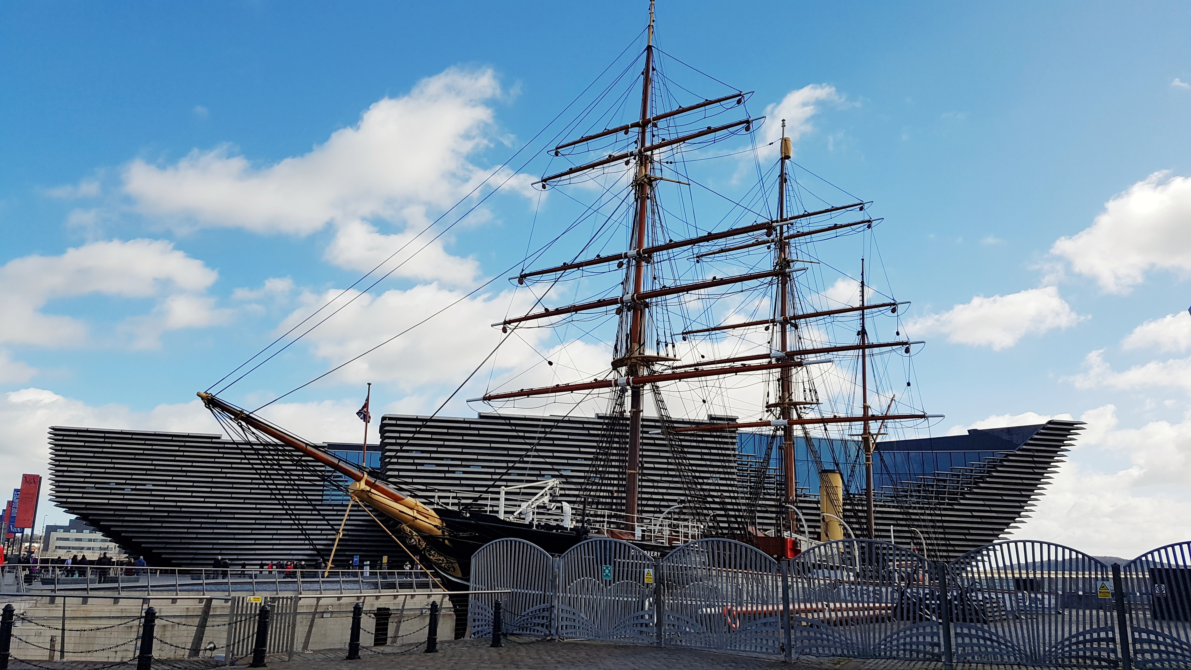 Discovery in front of V&A Dundee