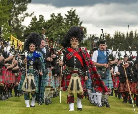 bagpipes at fochabers highland games